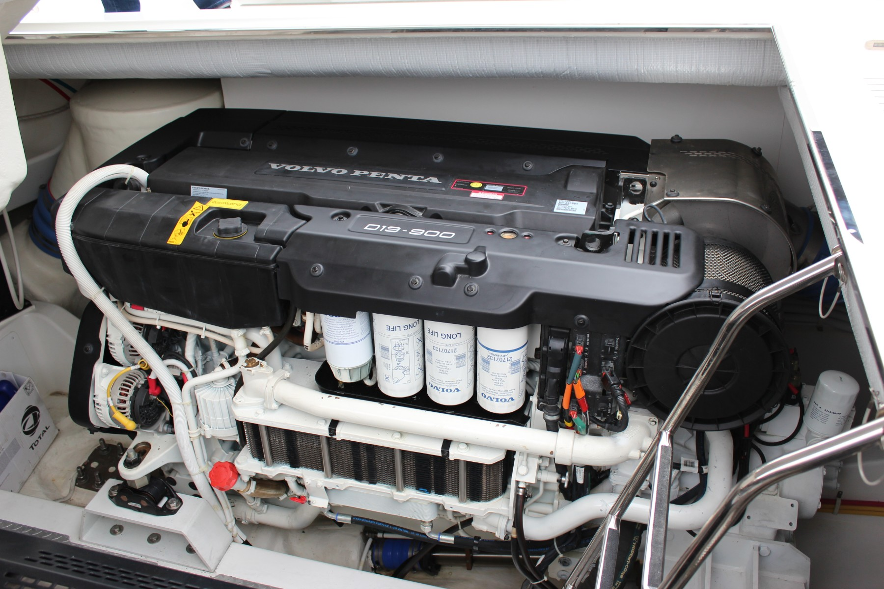 VanDutch55 2015 White Shark Engine 1